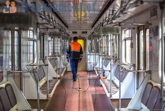 Curious process of cleaning and disinfection of subway cars