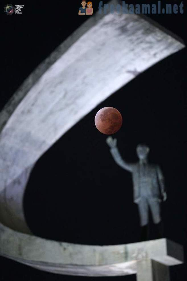 How was the total lunar eclipse