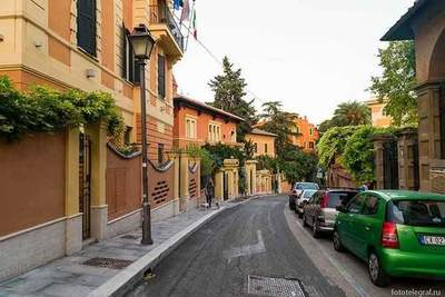 Walking through the streets of the eternal Rome