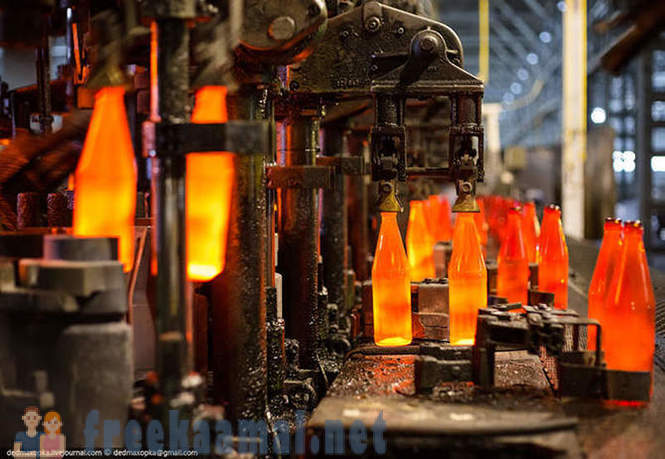 The birth of a glass bottle